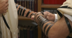 Laying Tefillin