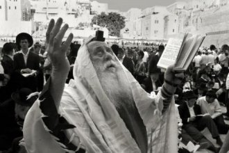 rabbi-praying