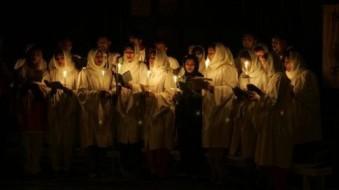 pakistani-christians-singing-hymns