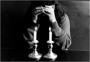 praying-jewish-woman