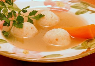 chicken-soup-with-matzah-balls