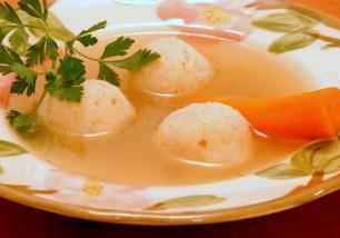 chicken-soup-with-matzah-balls