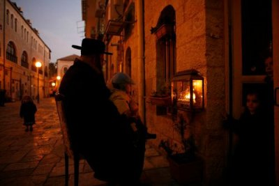 family-chanukah-mea-shearim