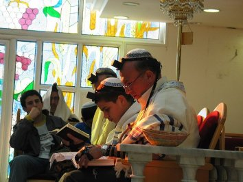 jews_praying_together