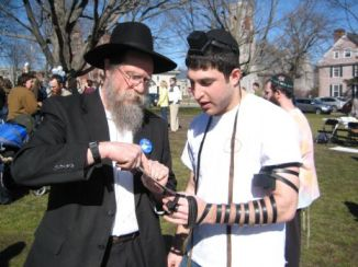 helping-with-tefillin